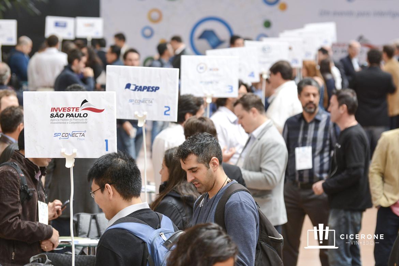 Vinhedo sedia evento de empreendedorismo e inovação para falar sobre cidades inteligentes